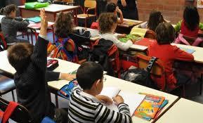 Maestra chiama la polizia perché gli alunni non sorridono nella foto di classe