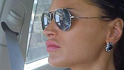 Ninfomane sosia di Angelina Jolie accoltella tassista che non la vuole soddisfare