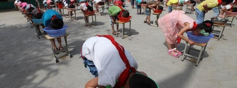 Scuola cinese fa provare agli alunni l'esperienza di affogare