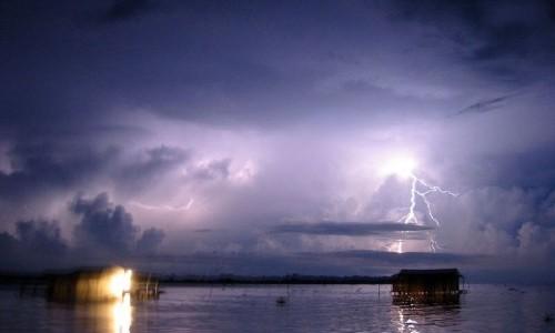 Misteriosa tempesta di fulmini si verifica nello stesso posto 160 volte all'anno