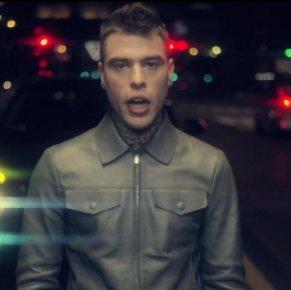 """Fedez, il video di """"Magnifico"""" raggiunge i 2 milioni di visualizzazioni"""